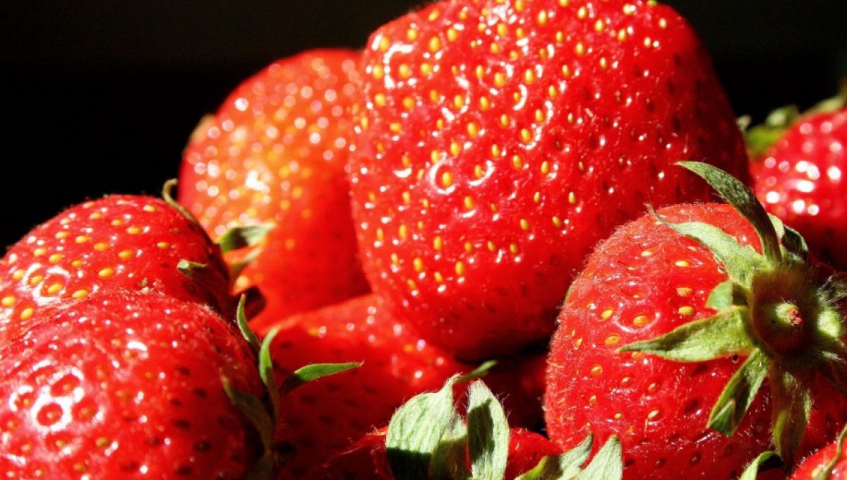 Softijs met verse aardbeien